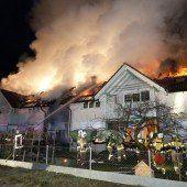 Wohnungen bei Brand komplett zerstört