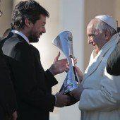 San Lorenzo präsentierte dem Edelfan Papst Franziskus den Pokal