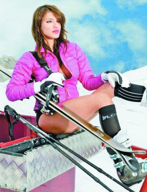 Amina Dagi, Miss Austria 2012, ist eines der Models im neuen Skilehrerkalender. Foto: Hohenlohe