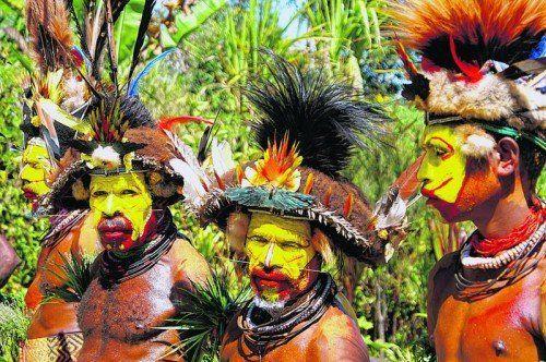 Beim Körperschmuck und auch beim Kopfschmuck leben sich Papua Neuguineas Einwohner kreativ aus. Foto: Mittendorfer