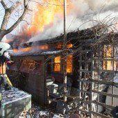 Gartenhäuschen wurde ein Raub der Flammen