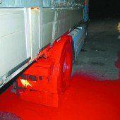 Container kaputt: 300 Liter Farbe ausgelaufen