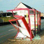 Glatteis: Haltestelle in Höchst demoliert