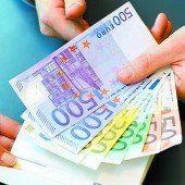 Abgeordnete erhalten künftig 8440 Euro