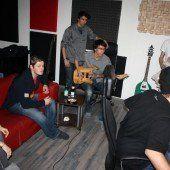 Junge Musikschaffende zu Gast im Tonstudio