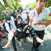 Straßenschlachten in Thailand: Außenamt warnt Reisende