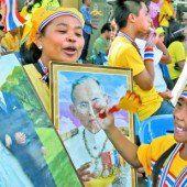 Thailand: Auch die Protestbewegung feiert den Geburtstag des Königs