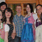 Eine Großfamilie trauert um jung verstorbene Mama Evi Simma (oben rechts) hinterließ vier Kinder /A6