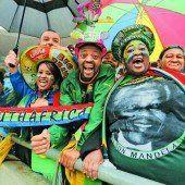 Die Welt nimmt Abschied von Mandela, Österreich lässt sich entschuldigen