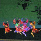 Über 200 junge Nachwuchstänzerinnen und -tänzer überraschten das Publikum im Festspielhaus