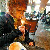 Durchqueren eines Raucherraumes soll für zumutbar erklärt werden