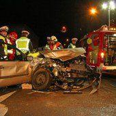 Bregenz: Flucht zu Fuß nach einer Frontalkollision mit drei Verletzten