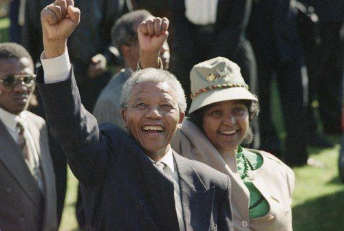 Nelson Mandela, im Bild mit seiner damaligen Frau Winnie, genoss in Südafrika und weltweit großes Ansehen. Foto: Ap