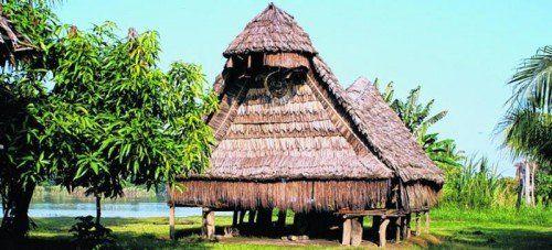 Nur ausländischen Frauen ist der Zutritt zu den traditionellen Tambaran-Häusern gestattet. Foto: mittendorfer