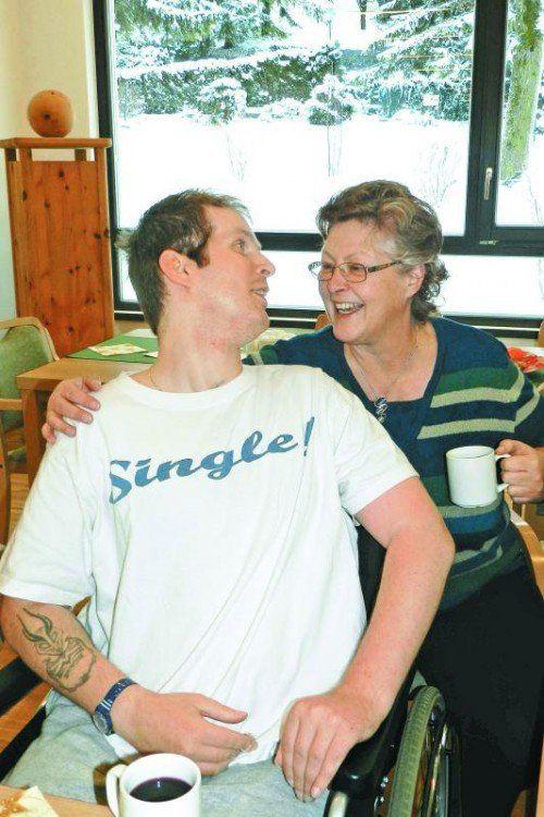 Peter Finder und seine Mutter Elke in der Senecura Bludenz: Ein Herz und eine Seele.  Foto: Senecura