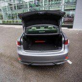 Positiv: üppige Ausstattung, ausreichendes Kofferraumvolumen, gute Verarbeitung, angenehmes Fahrgefühl