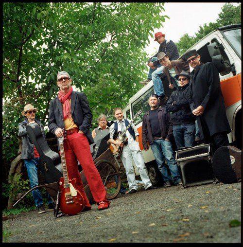 "Premiere am Spielboden: Peter Madsens jüngstes Projekt ""CIA Seven on Six Guitar Ensemble"". foto: spielboden"