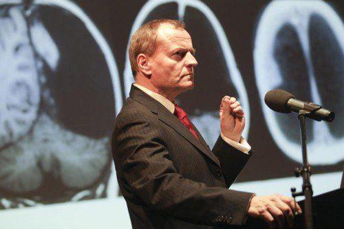 Vortrag im vollen Pförtnerhaus: Manfred Spitzer. Foto: hartinger