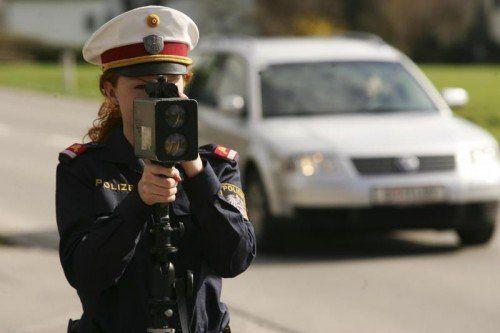 Temposünder sind nicht nur ins Visier des Polizeiradars, sondern auch verstärkt in jenes der Verkehrsministerin geraten. symbol/HARTINGER