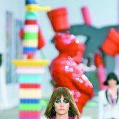 Mode geht Hand in Hand mit Kunst