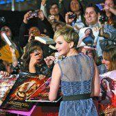 Jennifer Lawrence verteilt Golden Globes