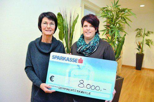 Das Watzenegger Adventmärktle spülte Landesleiterin Inge Sulzer (l.) beeindruckende 8000 Euro in die Spendenkasse. Foto: Privat