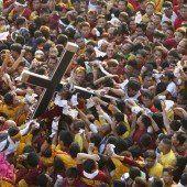 Schwarze Jesus-Statue zieht Hunderttausende Gläubige an