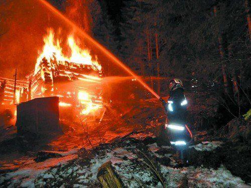 Die Feuerwehr Gaschurn war mit 37 Mann und drei Fahrzeugen im Einsatz. Der Brand konnte rasch gelöscht werden. Foto: Feuerwehr Gaschurn