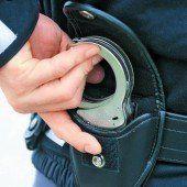 Stößle gegen Polizisten kostete Frau 480 Euro Strafe