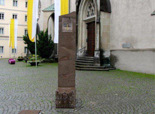 Eine Sonnenuhr erinnert seit 2009 vor dem Feldkircher Dom an den großen Sohn der Montfortstadt.  Foto: BK