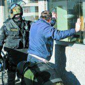 Pfändung verweigert: Cobra suchte Waffen in Wohnung