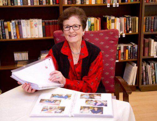Elvira Dür legt auch viel Wert auf eine ordentliche Dokumentation ihrer Aktivitäten.  Foto: VN/Paulitsch
