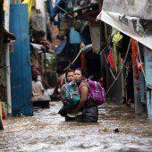 Dutzende Tote bei Unwettern in Indonesien
