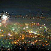 Lauter und farbenprächtiger Start ins neue Jahr
