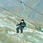 Im Anzug unterwegs im Skigebiet