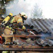 Schopf durch Feuer zerstört