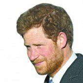 Prinz Harry muss Bart abrasieren