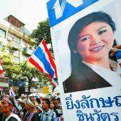 Thailands Ministerpräsidentin hält an Neuwahlen fest
