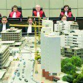 UN-Tribunal nimmt Modellstadt zur Hilfe
