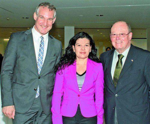 Gastgeber: Bürgermeister Markus Linhart (l.) mit Vize Sandra Schoch und Siegi Gasser . FOTOS: FRANC