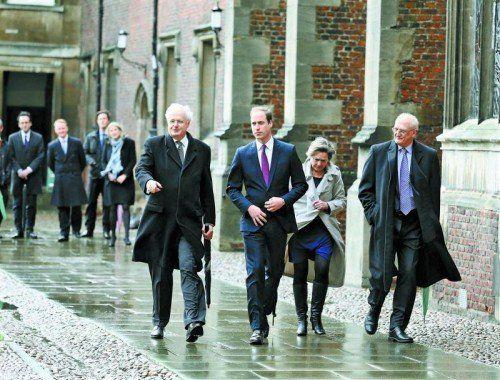 Mit einem Rundgang und der offiziellen Begrüßung startete Prinz William gestern sein Leben als Student an der Uni Cambridge. Foto: AP
