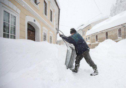 Oberdrauburg in Kärnten: Schneeräumen wurde gestern zur Schwerarbeit.