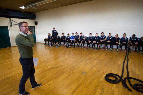 SCRA-Trainer Damir Canadi (links) liegt die Weiterentwicklung seiner Spieler am Herzen. Fotos: Steurer/4