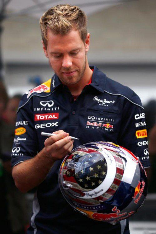 Sebastian Vettel tüffelt oft selbst am Helmdesign. Fotos: gepa/4