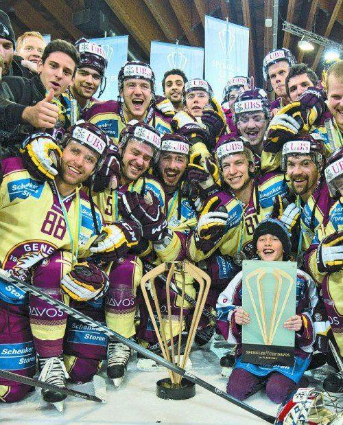 Servette Genf überraschte beim Spengler Cup und holte sich in Davos erstmals die Siegertrophäe des Traditionsturniers. Foto: ap