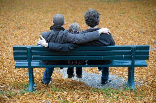 Der Verfassungsgerichtshof kippte am Mittwoch das Adoptionsverbot für Homosexuelle.  FOTO: DPA