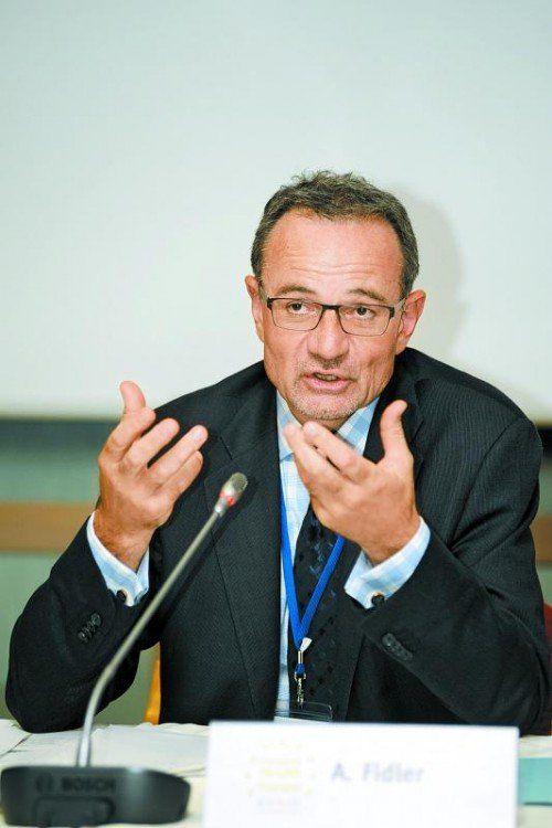 Staaten, die Gesundheitssysteme aufbauen oder sanieren wollen, hören auf den Rat von Armin Fidler. Foto: Fidler