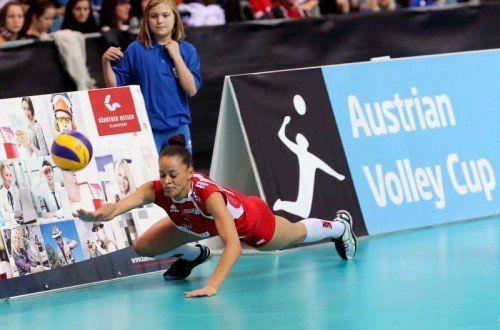 Volleyball Frauen. OEVV Cup. Oesterreichscher Volleyballverband Cup. Sparkasse Wildcats gegen SG SVS Post. Lisa Chukwuma (Post). Klagenfurt, am 31.1.2015. Copyright Agentur Diener/Kuess Marktgasse 3-7/4/5/21 A-1090 Wien Austria Telefax +43 1 955 32 35 Mobil +43 676 629 98 51 Bank Austria Bank Nr. 12000 Account Nr. 00712 223 783 e-mail: agentur@diener.at Datenbank: www.diener.at ImageArchivist Demo