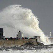 Stürme haben britische Inseln weiter fest im Griff
