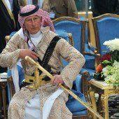 Prinz Charles versuchte sich im Schwerttanz
